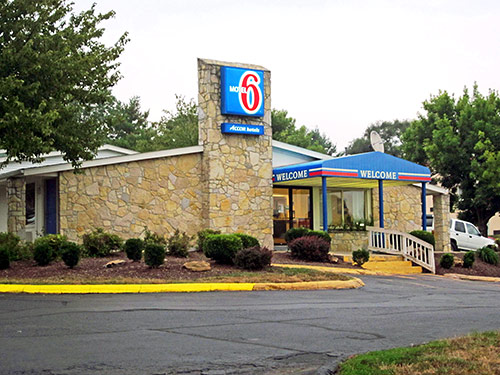 Motel 6, Bloomingon